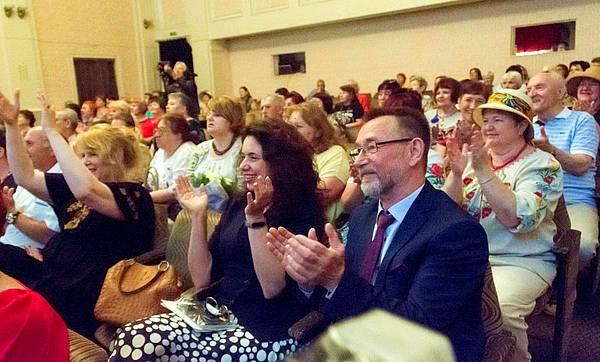 Глядачі в залі задоволені гала-концертом «Поетичного травня»